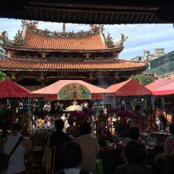 仏陀誕生日の龍山寺