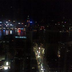 オープンテラスバー 日本ではできない香港の楽しみ方