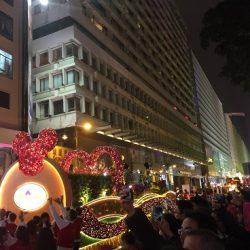旧正月のパレードにはミッキーが出てくる